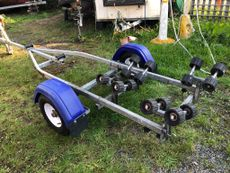 Excellent condition Indespension Coaster Micro Swing trailer