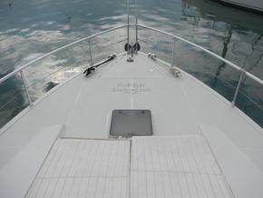 Ferretti 52S Flybridge. Aft separate crew cabin - Foredeck