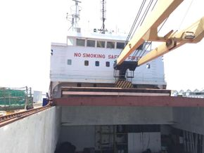 1 x 30mt Crane serving After Hatch