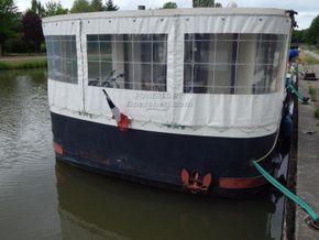 Barge Wide Beam live aboard barge  - Stern