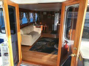 Sutton Trawler Yacht  - Companionway