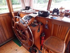 Barge Wide Beam live aboard barge  - Helm