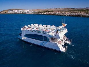 CATAMARAN DAY CRUISER