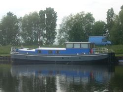 78ft Extremely well converted barge