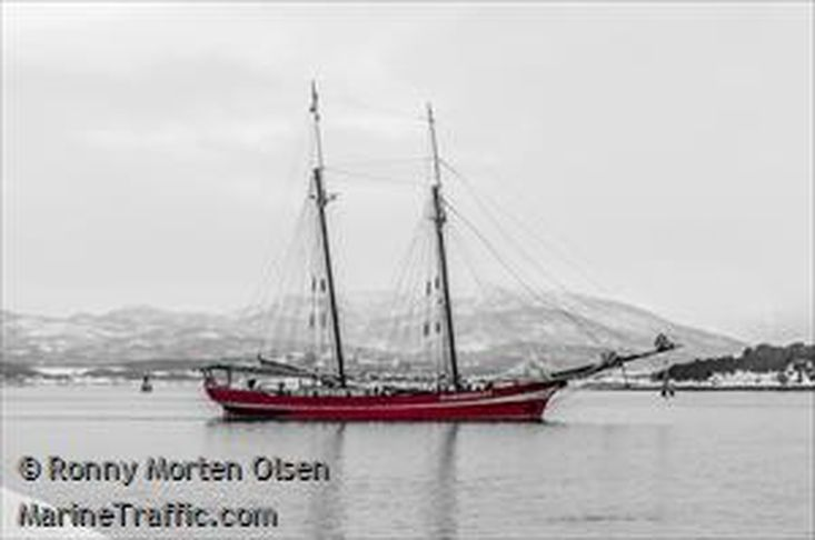 two masted (charter) schooner equipped for expedions to Arctic area