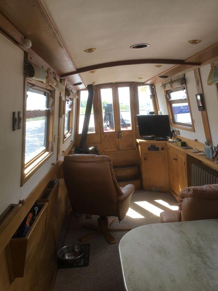 Immaculate Liveaboard Narrowboat built 2010