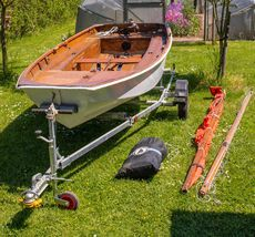 Mirror dinghy and trailer