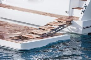 Sealine F530 - Bathing Platform