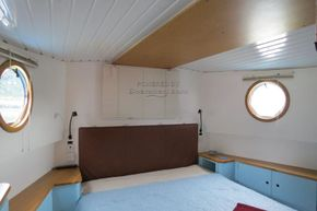 Piper Canal barge LIVE ABROAD - Forward Cabin