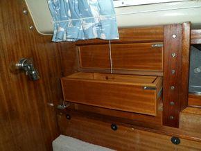 Saloon Stb Fwd 3 drawer storage