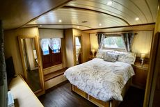 BLUE BELLE - 58' x 13' IMMACULATE WIDEBEAM