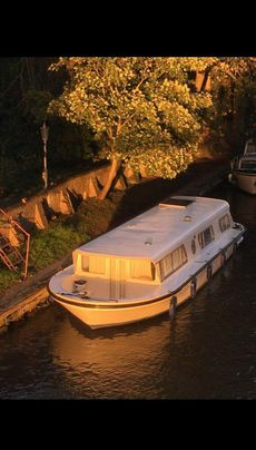 41ft Broads Cruiser Houseboat Widebeam