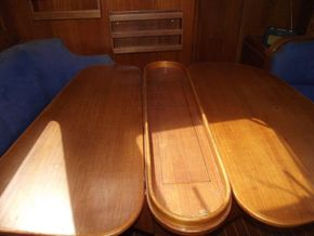 Oyster  406-16 Deck Saloon Version - Saloon Table