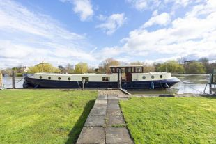 Rachel – 20m Luxemotor for sale in very good condition