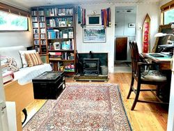 Beauitful 3-bedroomed  Barge on Residential Mooring in London