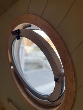 Double glazed, thermally bridged windows throughout