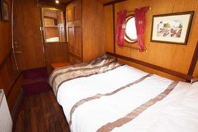 Bedroom (aft)