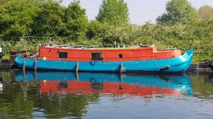 Dutch barge with East London Mooring