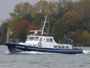 Recreational travelling motor ship