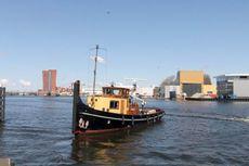 Tug motorboat life aboard / long journeys