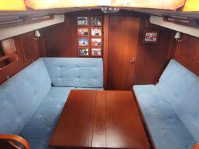 Main cabin table