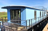 Magnificent 4 double bedroom house boat