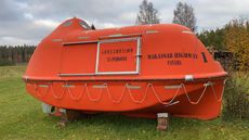 Life boat - 5.40 x 2.30 - 25 Persons