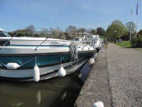 Nicols Estivale Octo Canal and river cruiser - Bow