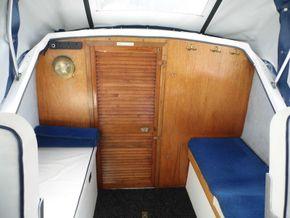 Cockpit - seating (Storage under)