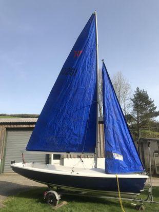 Wayfarer world GRP sail number 10251