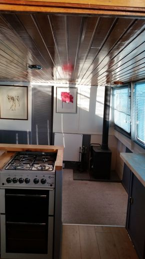 Galley & Lounge