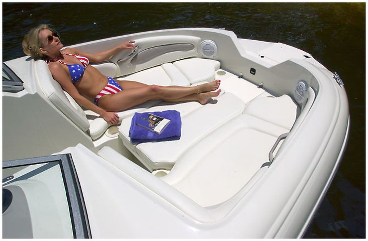 Stingray 220DR Deck Boat