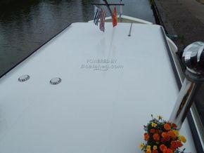 Barge Wide Beam live aboard barge  - Deck