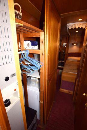 Wardrobe & washing machine cupboard