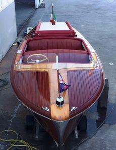 18ft. CHRIS CRAFT RIVIERA - Professionally restored