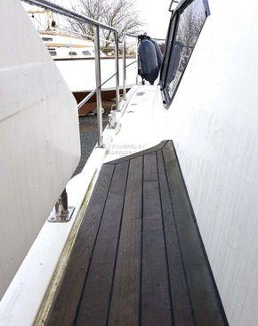 Broom 36 Aft cabin - Side Deck