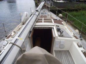 Oyster  406-16 Deck Saloon Version - Companionway