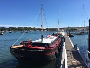 "Coastal Barge & Houseboat ""GENTOO"""