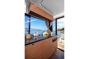 Jeanneau Merry Fisher 1095 Flybridge - starboard side wheelhouse galley