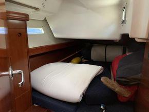 Beneteau Oceanis 393 - Aft Starboard Cabin