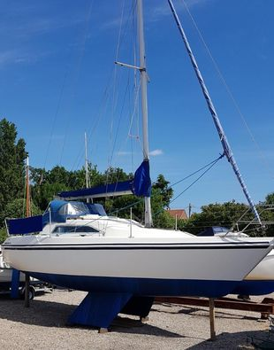 SOLD - Hunter 26 Twin Keel