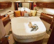 Sealine F42/5 Master Cabin