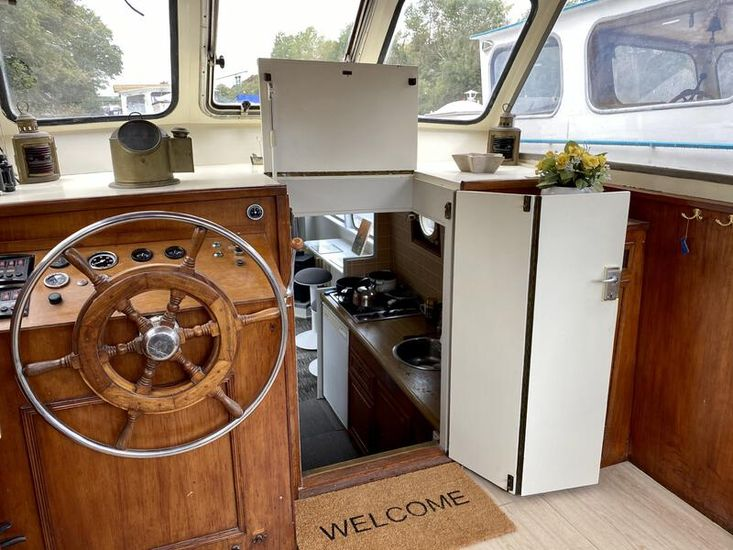 Beautiful 50ft Widebeam Houseboat Dutch Barge on liveaboard mooring