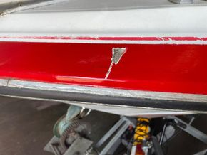 Bayliner 2255 Ciera Sunbridge  - Hull Close Up