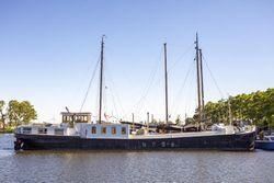 Modern design houseboat
