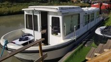 Luxury houseboat liveanboard South France