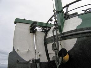 Stern and hydraulic steering