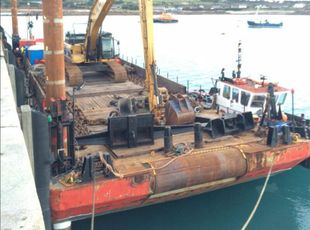 Barge - Flattop Barge For Charter