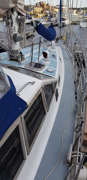 Foredeck from Starboard
