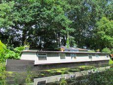 Resdiential houseboat mooring